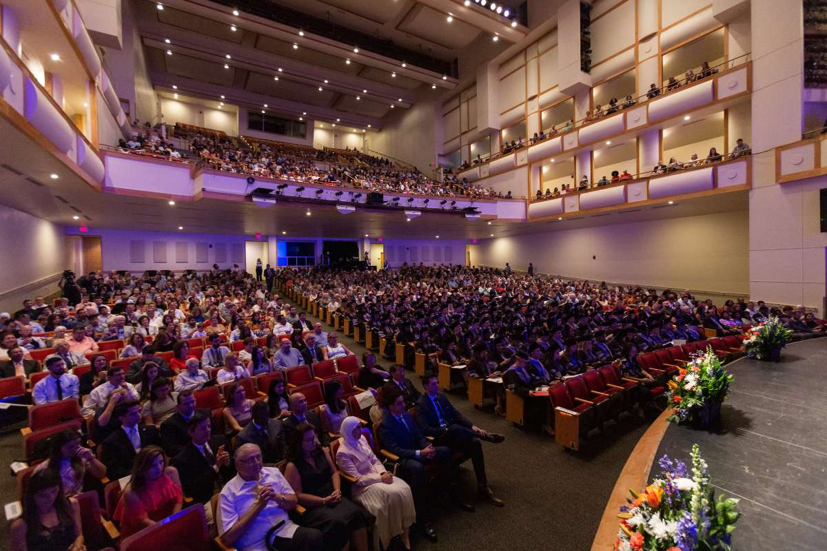 2019 commencement crowd